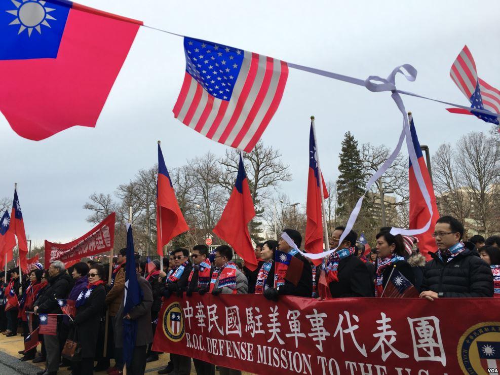 2016年台灣駐美團體舉行元旦升旗儀式。(美國之音/維基百科)