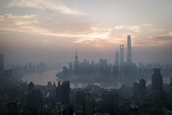 10月18日,上海紀委公佈上海巡視組對10家醫院、14個社會團體進行巡視和「回頭看」的反饋情況。(DUFOUR/AFP/Getty Images)