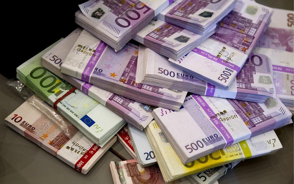 德國西部靠近荷蘭的海關大樓本月初遭竊走650萬歐元(約合760萬美元)現金。此為歐元紙鈔示意圖。(Pixabay)
