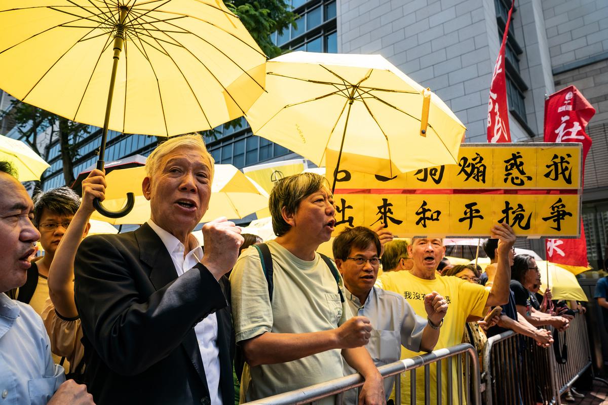 4月24日,香港「佔中」案九人被判刑,各獲緩刑到16個月監刑不等。對此,美、英深感失望。(Anthony Kwan/Getty Images)