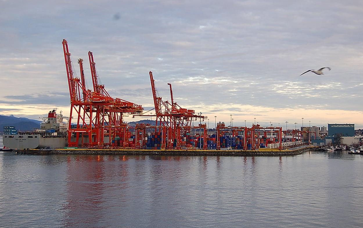 2018年9月6日,加拿大數名經濟專家說,即使達成新的北美自由貿易協定(NAFTA),加拿大經濟增長在未來兩年都將放緩。圖為溫哥華港。(大紀元)