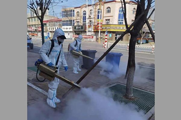 圖為南宮市在2021年2月15日再次在公共場所進行大規模消毒,街道上空無一人。(網絡截圖)
