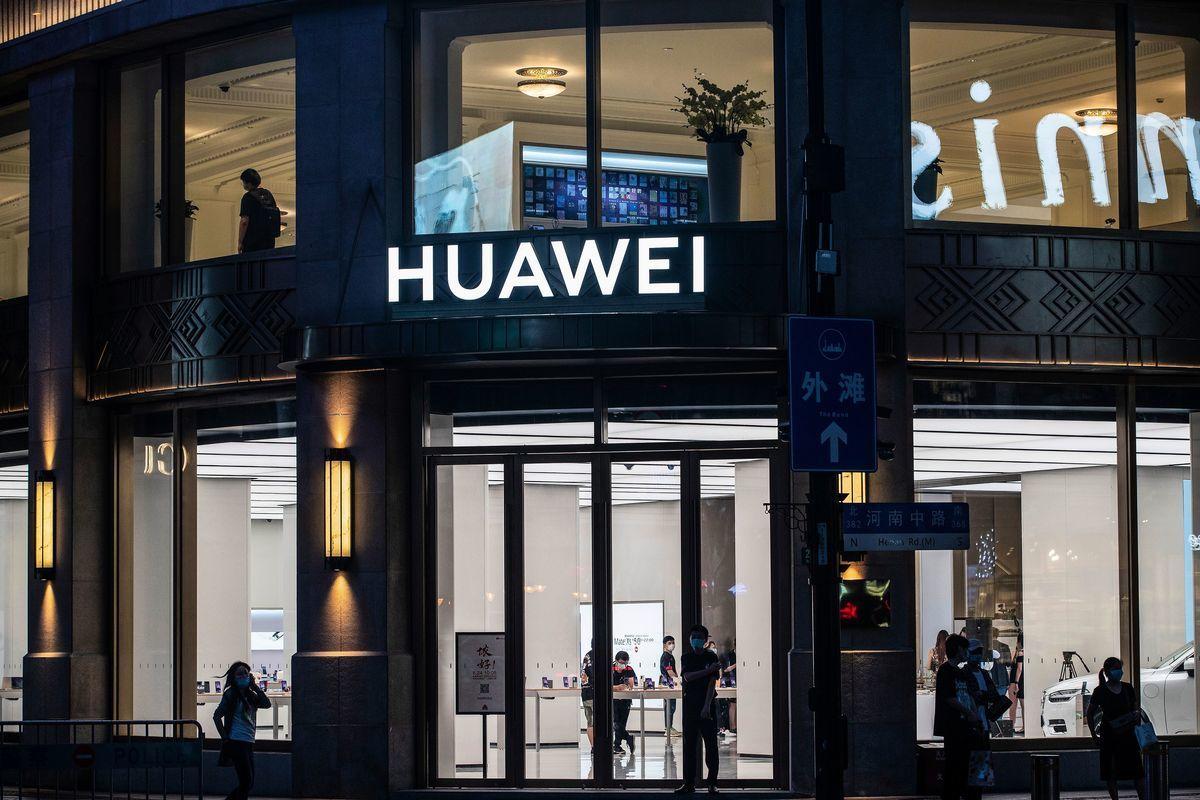 被美國加強制裁後,華為將被迫退出手機市場。( STR/AFP via Getty Images)