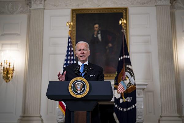 2021年3月2日,美國總統拜登在白宮國宴廳發表講話。(Doug Mills-Pool/Getty Images)