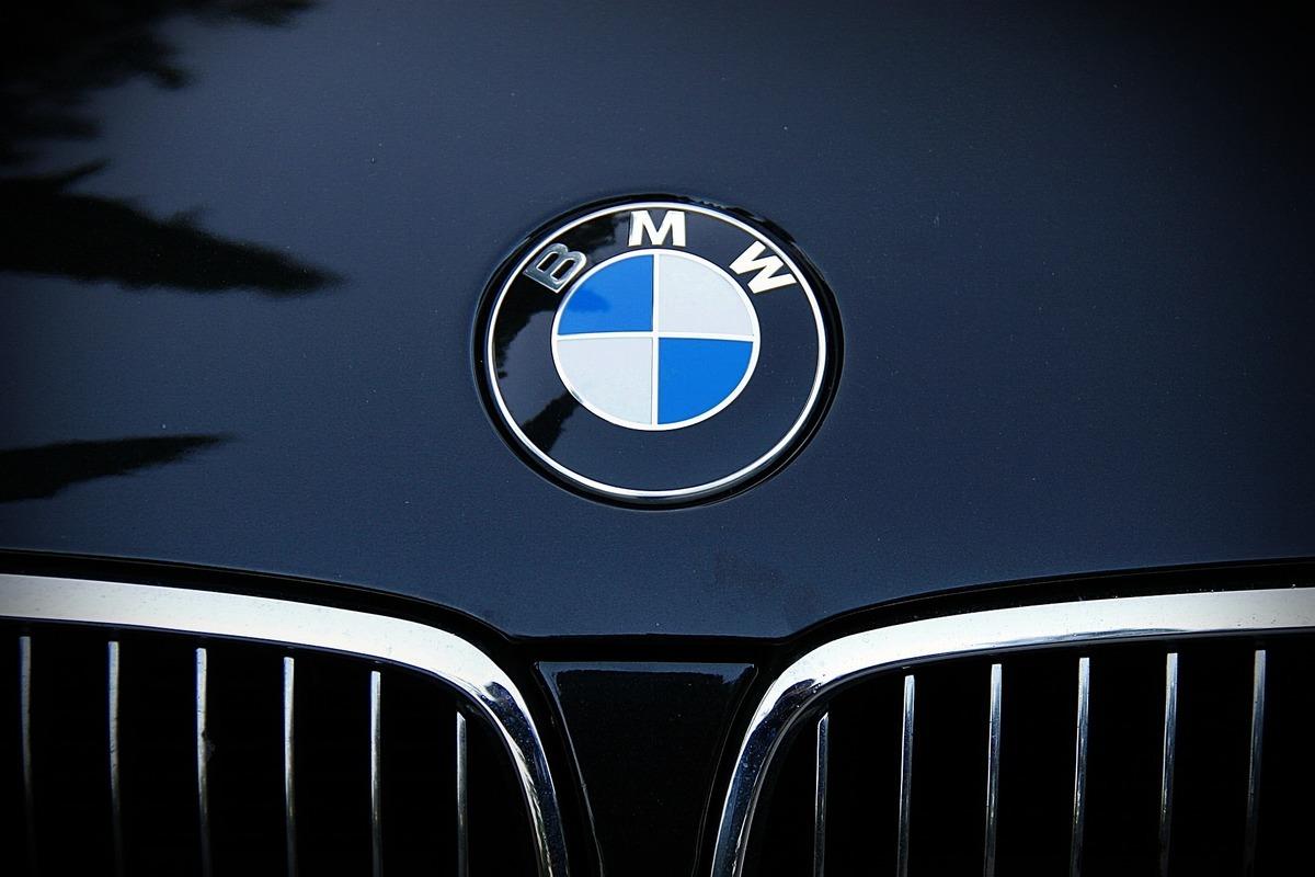 英國一項調查顯示,有95%的人把BMW發音念錯。圖為BMW的標誌。(Pixabay)