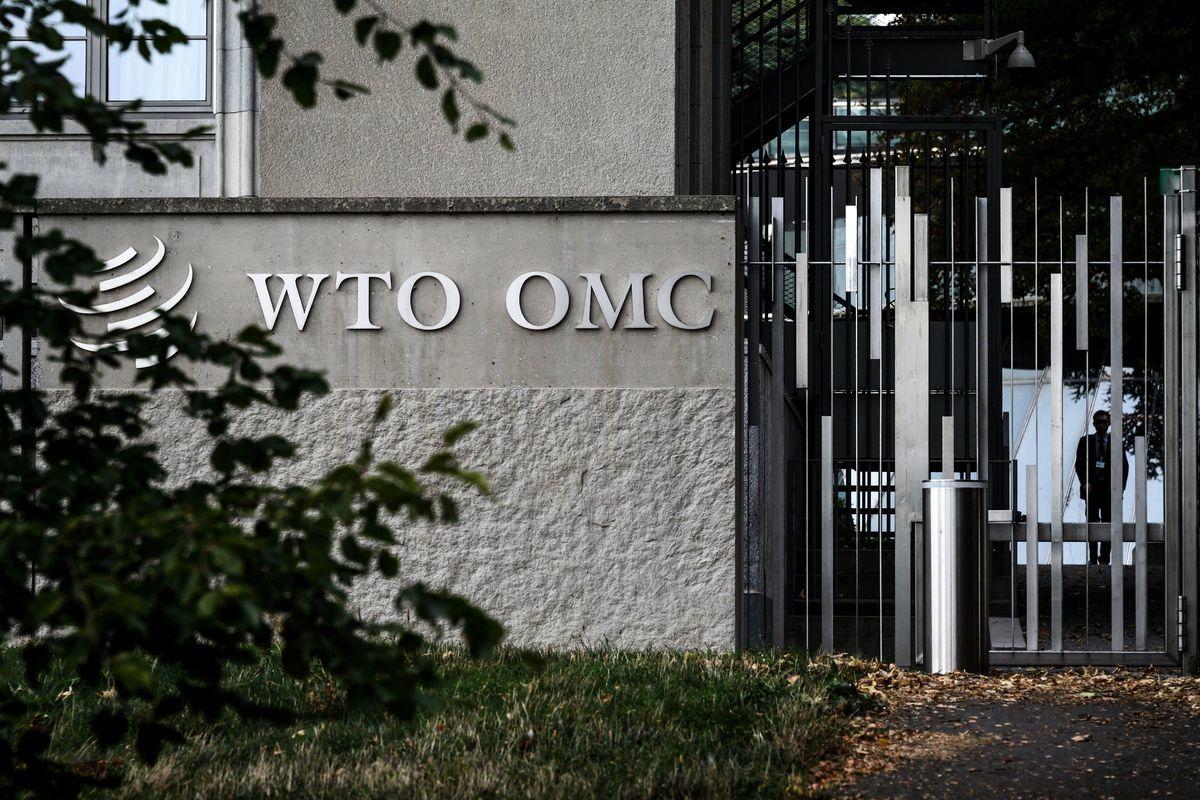 本周,美、歐官員在WTO再度挑戰中共,美方直指其為造成WTO危機的禍首,歐盟則二度控告中共的投資規定強迫技術轉讓。(FABRICE COFFRINI/AFP/Getty Images)