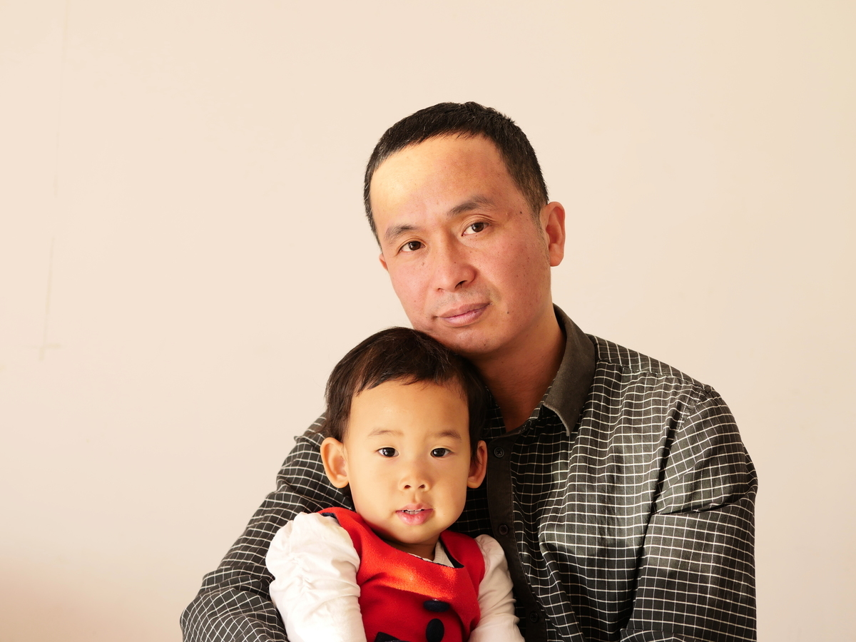 謝燕益律師和女兒。(大紀元)