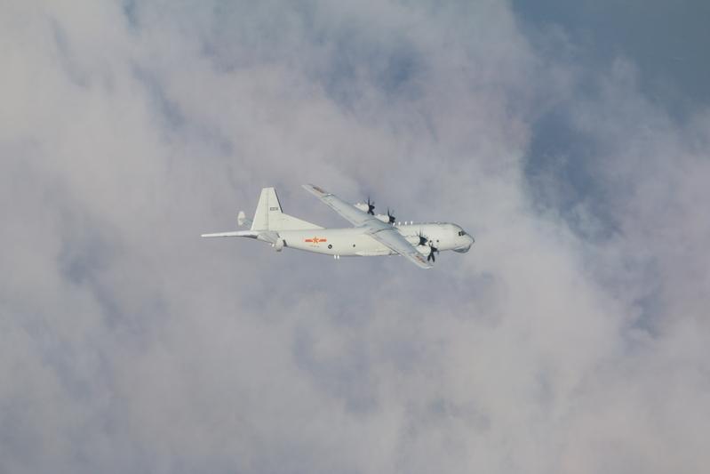 中華民國空軍6月18日發佈共機動態,一架運8反潛機(同型機)下午侵擾台灣西南防空識別區(ADIZ);空軍派遣空中巡邏兵力應對、廣播驅離、防空導彈追蹤監控。(國防部提供)