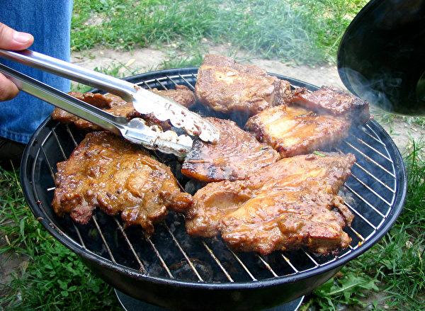 烤豬排。(大紀元)