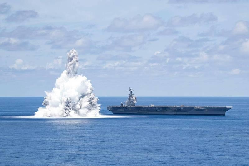 2021年7月16日,美國海軍福特號航空母艦(CVN-78)在大西洋上航行時完成了第二次全艦衝擊試驗。確認軍艦在戰鬥中的惡劣條件下,能夠繼續執行任務。(美國海軍)