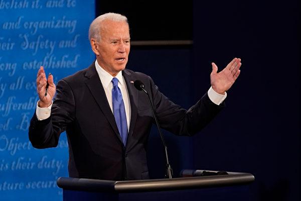 民主黨候選人拜登正在辯論。(Morry Gash-Pool/Getty Images)