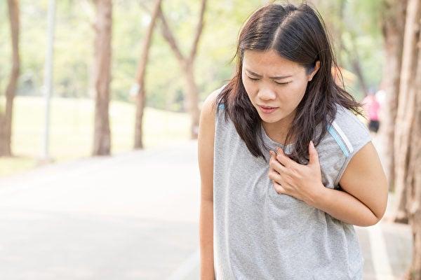 如果遇到緊急情況,且在當下沒有任何醫療人員救助時,應該怎麼幫助自己與身邊的親朋好友呢?如何把握急救的黃金時間呢?(Shutterstock)