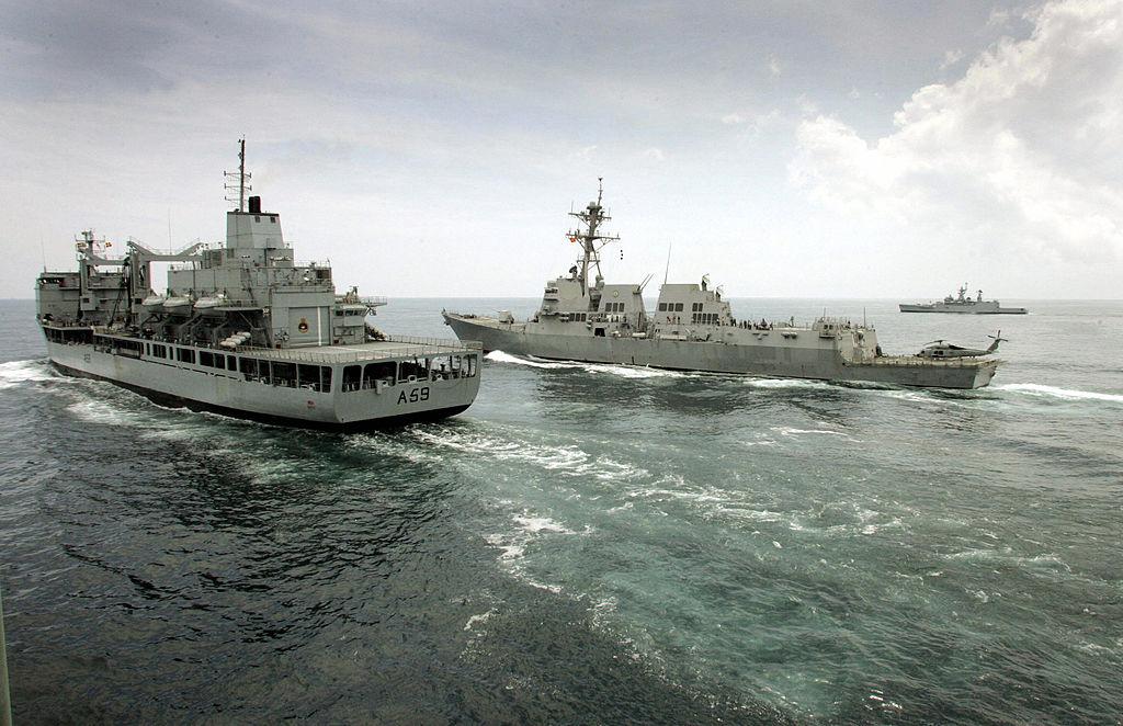 圖為2015年,日本參加印度-美國-日本馬拉巴爾海軍演習(SEBASTIAN D'SOUZA/AFP via Getty Images)