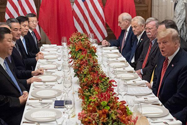 2018年12月1日,美國總統特朗普與中國國家主席習近平在阿根廷的G20會議期間進行貿易談判,雙方同意暫時停火。(SAUL LOEB/AFP)