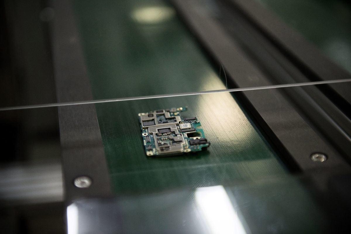 美國制裁中共,小米、中微、高雲等晶片、半導體公司被特朗普政府列入中共軍企黑名單。(NICOLAS ASFOURI/AFP via Getty Images)