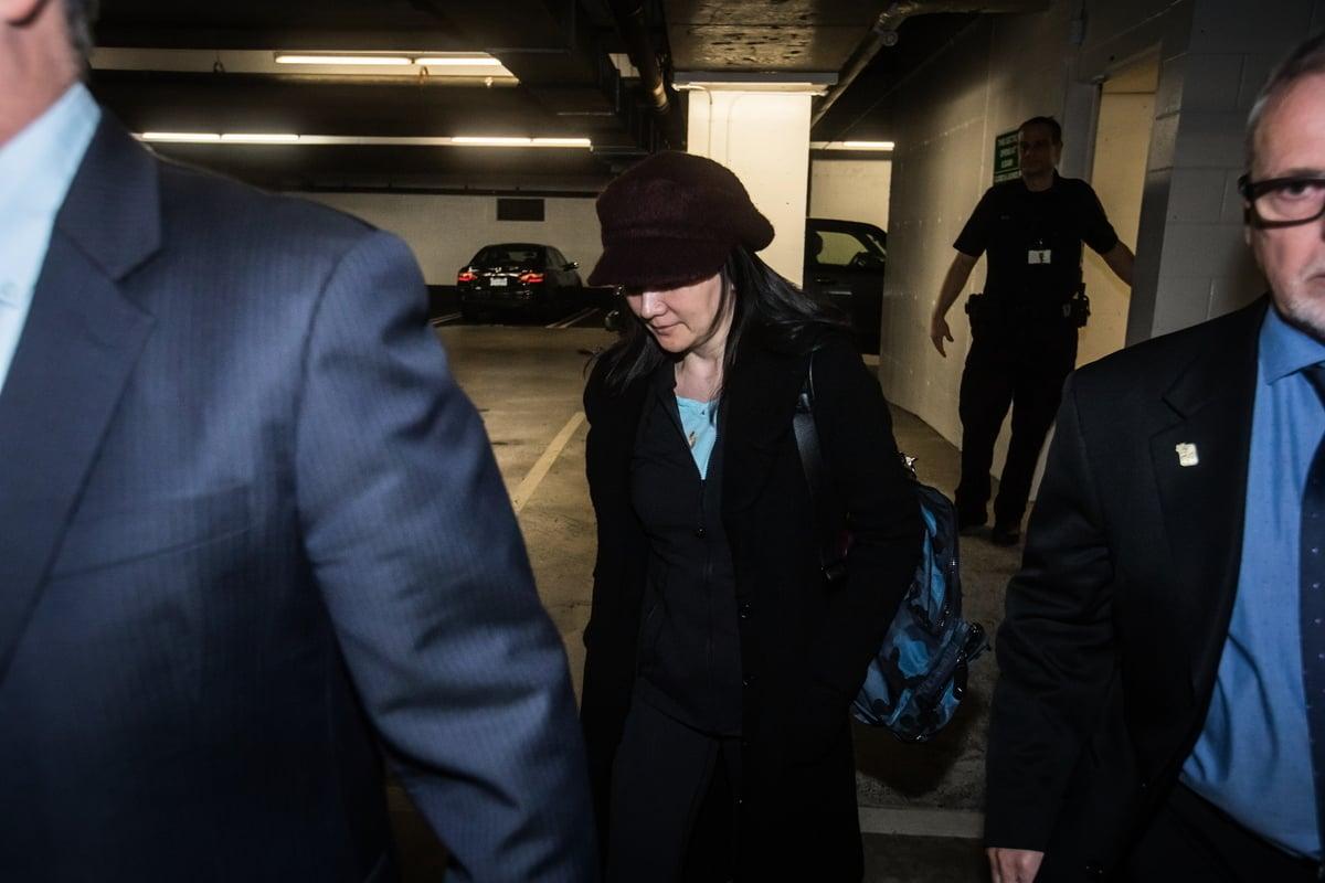 華為首席財務官孟晚舟於去年12月1日在美國當局的要求下,被加拿大拘禁後獲得保釋。圖為: 2019年1月29日在溫哥華法院出庭後,離開地下停車場。(加通社)