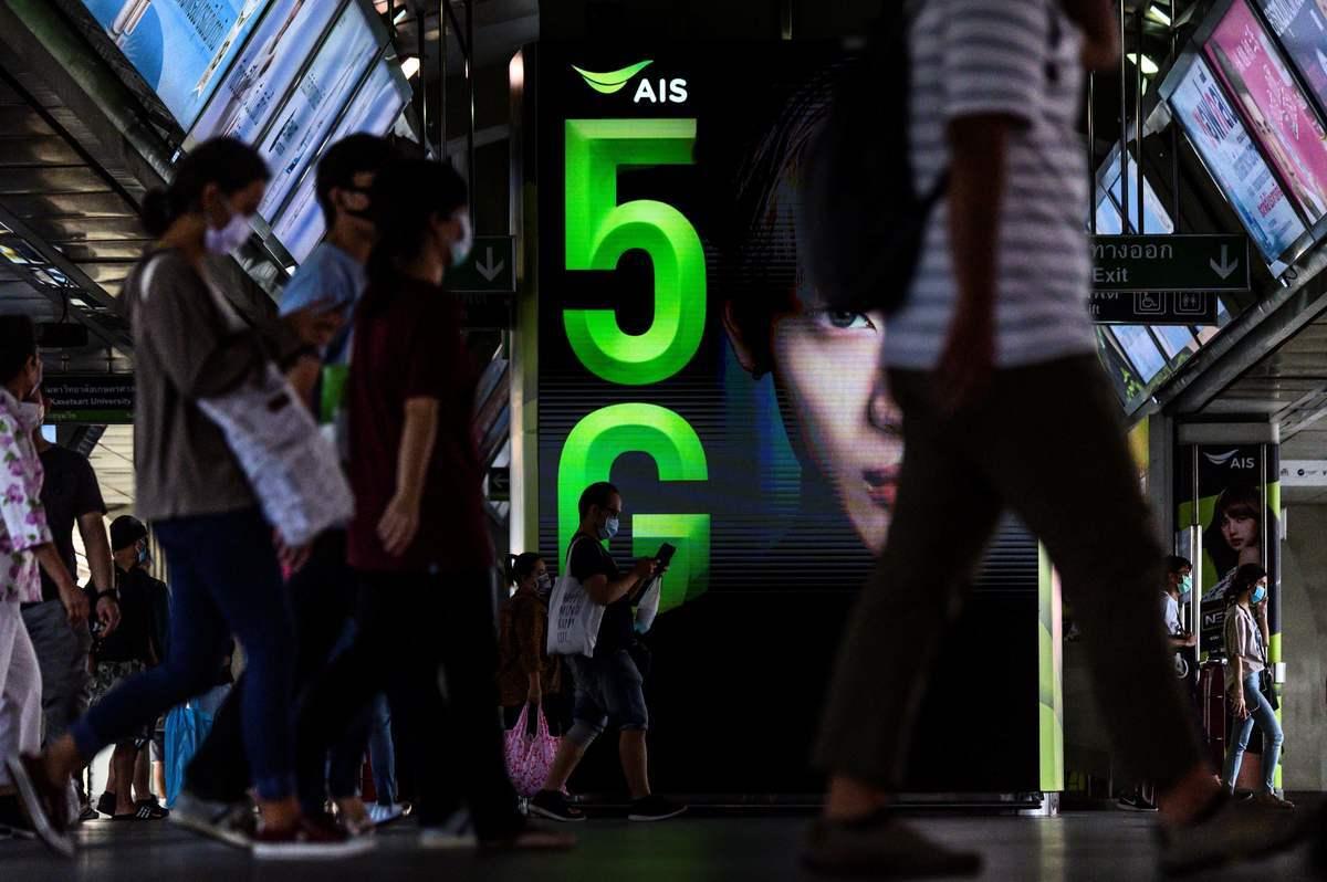 圖為泰國曼谷的5G標誌。(MLADEN ANTONOV/AFP via Getty Images)