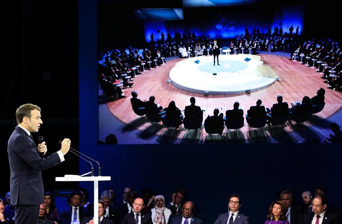 巴黎第二屆和平論壇於11月12日至13日召開,但並沒有大國元首參加引法媒議論。圖為總統馬克龍在論壇上發表講話。(LUDOVIC MARIN/POOL/AFP via Getty Images)