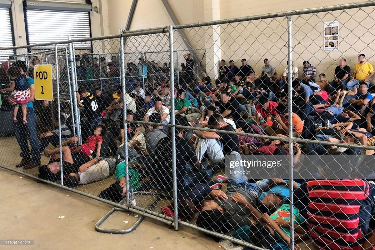 2019年6月10日,在德州麥克艾倫邊境拘留了大批來自中美洲的庇護申請者。(Office of Inspector General/Department of Homeland Security via Getty Images)