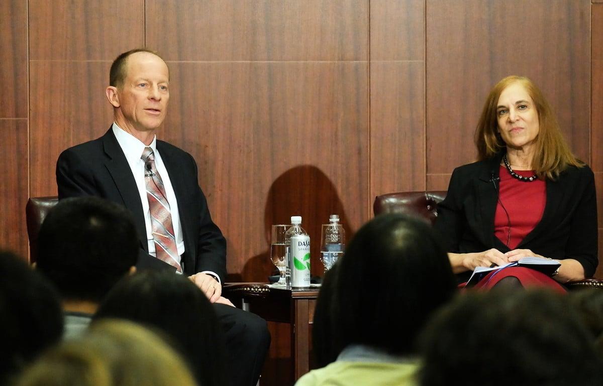 12月12日, 美國國務院亞太助理國務卿史達偉(David Stilwell)(左)在華府智囊「戰略與國際研究中心(CSIS)」發表演講後回答現場聽眾提問。(李辰/大紀元)
