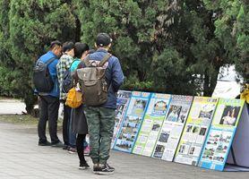 台北故宮前 大陸遊客們的感動