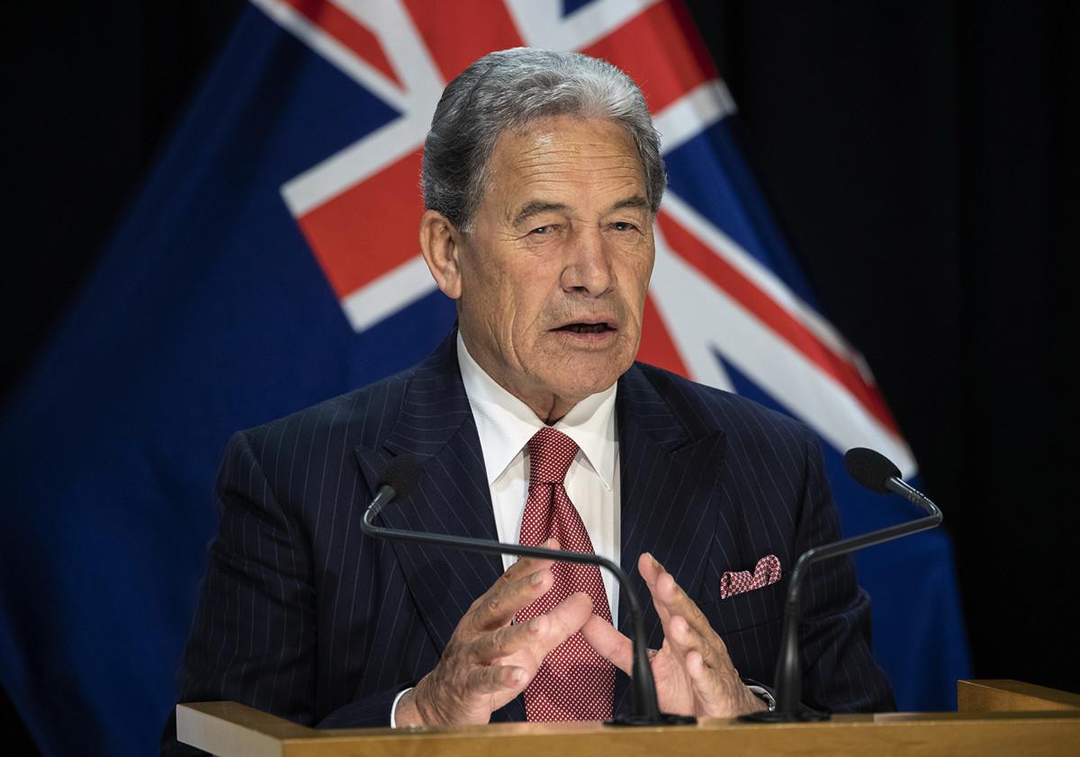 紐西蘭副總理、優先黨黨魁溫斯頓·彼得斯(Winston Peters)於2020年4月29日,在首都威靈頓國會大廈發表演講。(Mark Mitchell - Pool/Getty Images)