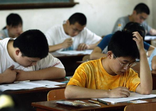 中共要黨組織參與管理 民辦學校股市大跌