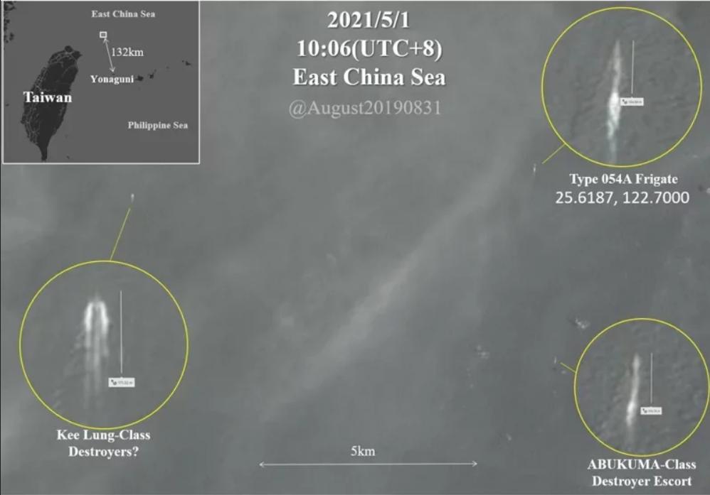 共軍「濱州號」(右上標註),5月1日出現在台灣東北部外海。「濱州號」不但被日艦阿武隈級艦(右下標註)跟監,同時也被台灣基隆級艦(左下標註)並航監控。(推特截圖)