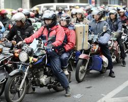 臨近年關 萬名農民工騎電單車返鄉