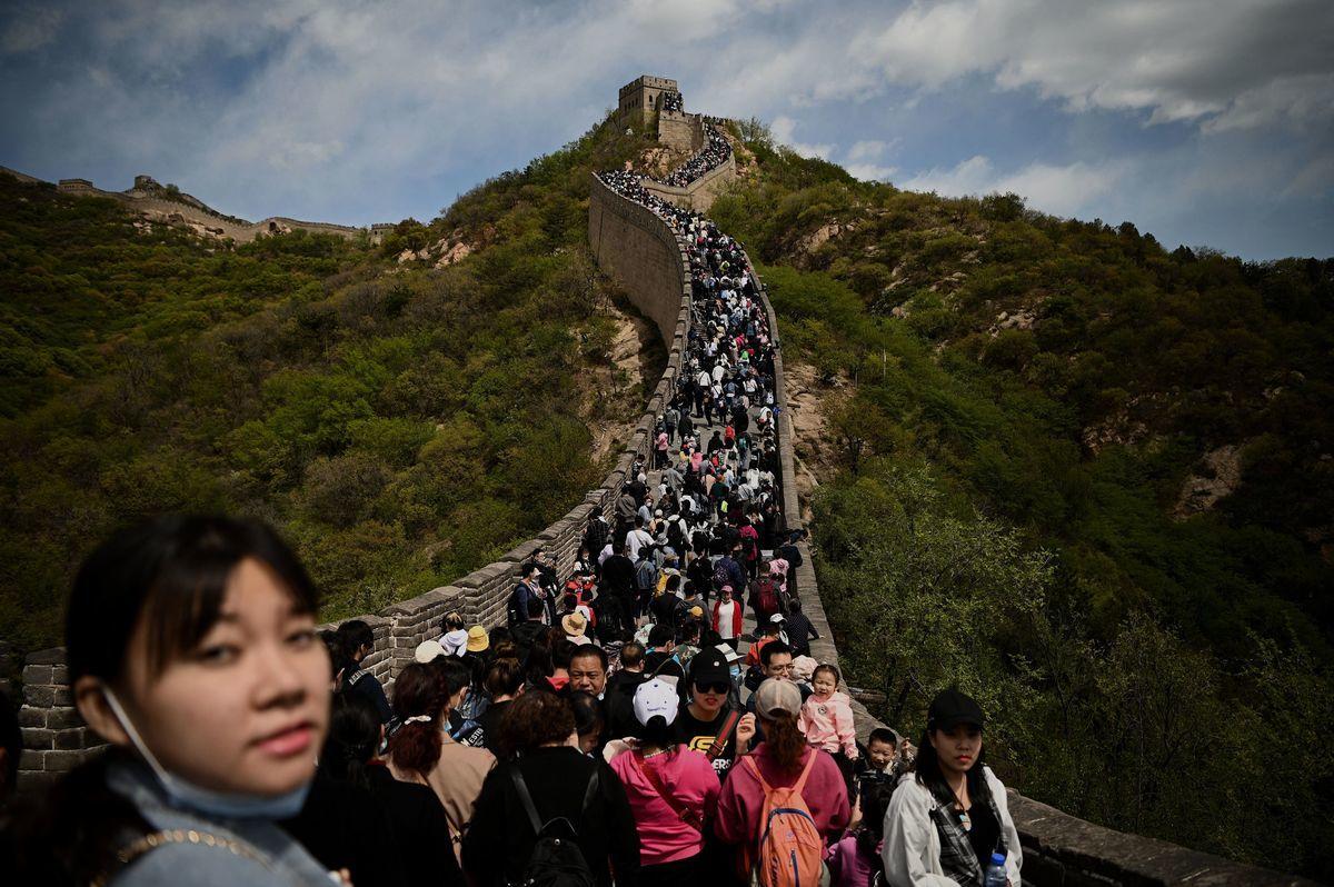 2021年5月1日,北京八達嶺長城上遊客密集。 (NOEL CELIS/AFP via Getty Images)