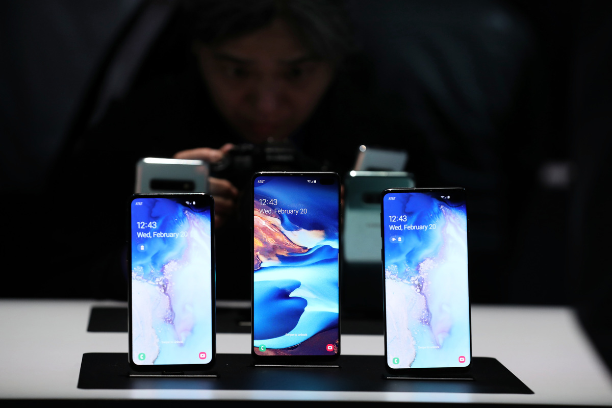 三星Galaxy S10系列實際上是四款獨立的手機:S10e(「e」代表「必不可少」)、S10、S10+和S10 5G。前三款手機(圖)在3月8日開始銷售,S10+是三款中的旗艦手機。(Justin Sullivan/Getty Images)