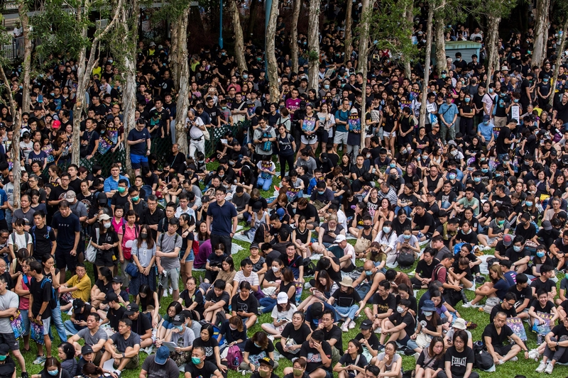 8月4日,西環反送中集會人潮逼滿乍灣公園。(ISAAC LAWRENCE/AFP/Getty Images)