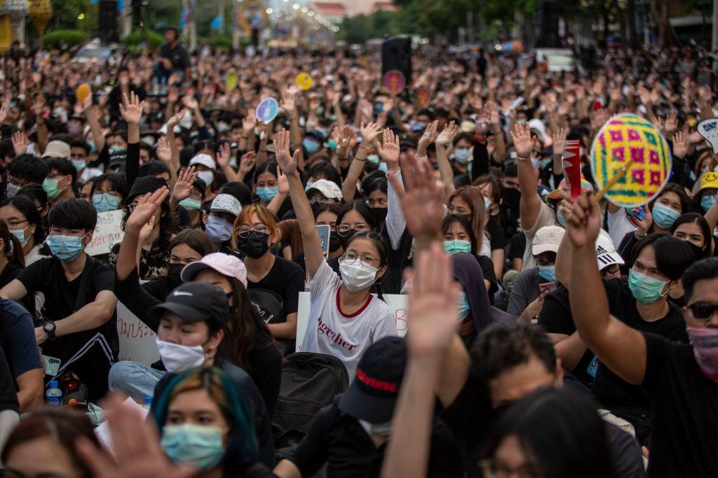 2020年8月16日,一萬多名泰國示威者在曼谷集會,要求泰國實現真正的民主。(Lauren DeCicca/Getty Images)