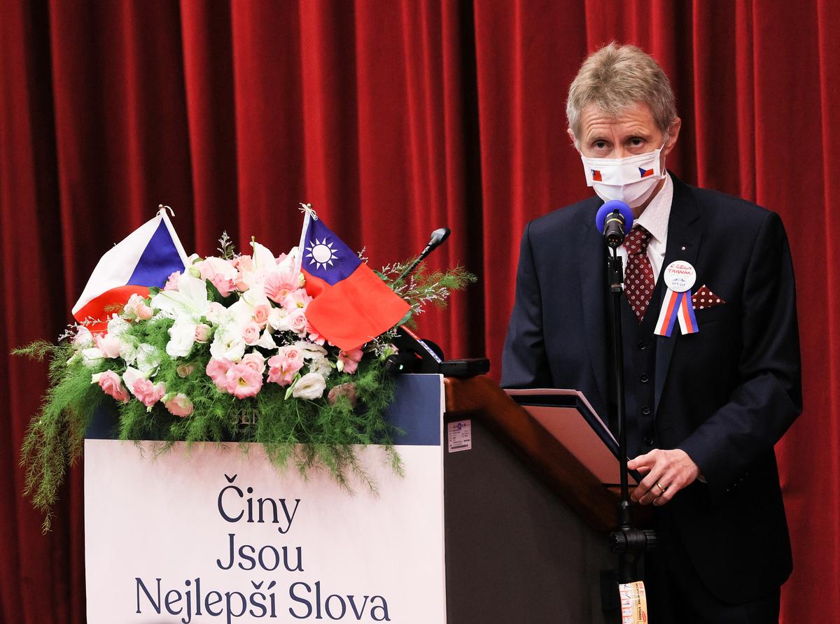捷克參議院議長維特齊8月31日參訪政治大學並發表專題演講,分享自由、民主與台捷經濟合作。(中央社)