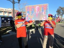 迎新年 加州民眾誓言為特朗普和憲法而戰