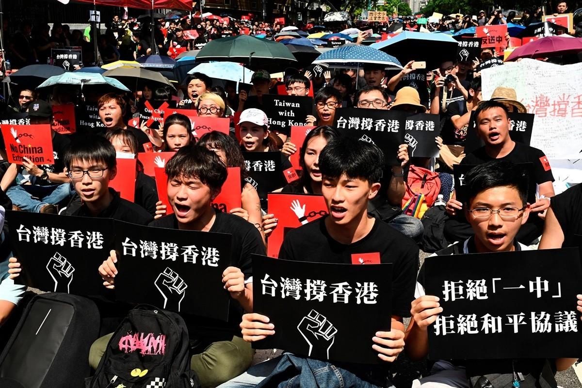 許多香港人表示,港府強推《送中條例》,促使他們決心離開香港,前往首選的移民地:自由民主的台灣。(SAM YEH/AFP/Getty Images)