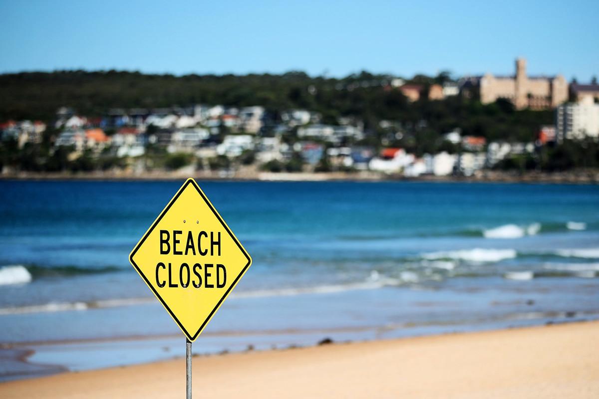 旅行禁令使澳洲旅遊業的國際業務每月損失40億澳元,國內業務損失50億澳元。圖為悉尼北部海灘中的曼利海灘(Manly Beach)。(Photo by Cameron Spencer/Getty Images)