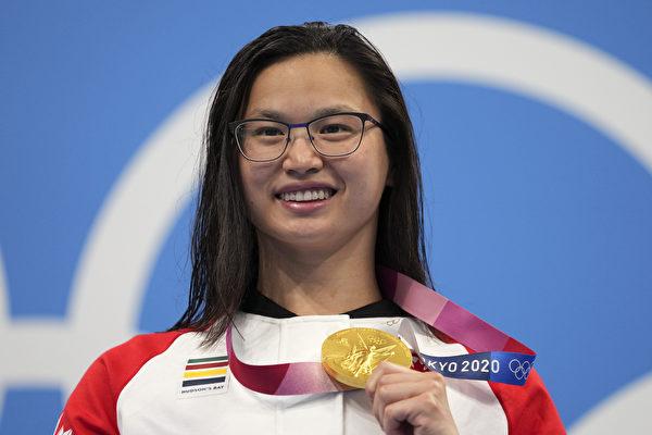 加拿大領養中國女孩瑪格麗特.麥克尼爾獲得東京奧運100米蝶泳的決賽獲得冠軍,為加拿大摘得首枚金牌。(加通社)