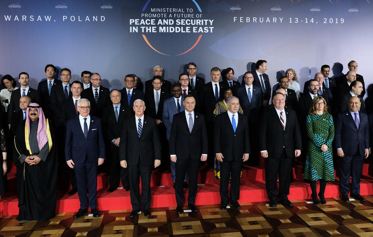 周四(2月14日),美國副總統邁克·彭斯(Mike Pence)在華沙舉行的中東會議上,強烈呼籲歐盟盟友退出2015年簽署的伊朗核協議。彭斯表示,歐盟與伊朗做貿易只會加大美歐之間的距離。(Sean Gallup/Getty Images)