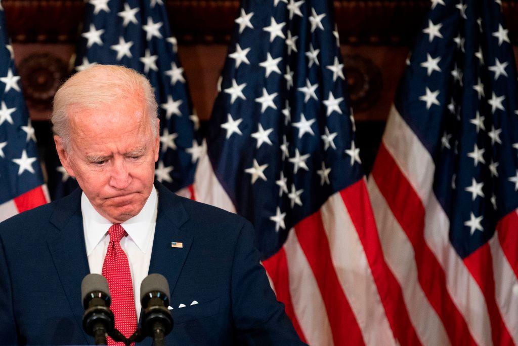 美國民主黨總統候選人拜登再次爆出醜聞。聯邦文件顯示,拜登夫婦成立的癌症慈善機構不是把錢用來進行醫療研究,而是給奧巴馬政府和輝瑞的「高管們」發高薪。(JIM WATSON/AFP via Getty Images)