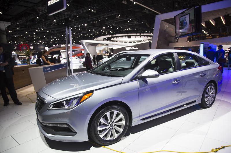 加州6月15日經濟已經全部開放,您想購買經濟型新車還是豪華二手車呢?圖為Hyundai 2016 Sonata。(季媛/大紀元)