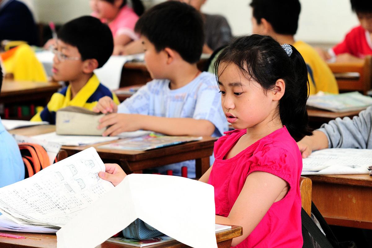 在台灣,隨著年輕族群越來越少使用,台語已經出現傳承危機。圖為台灣某小學的課堂。(蘇玉芬/大紀元)