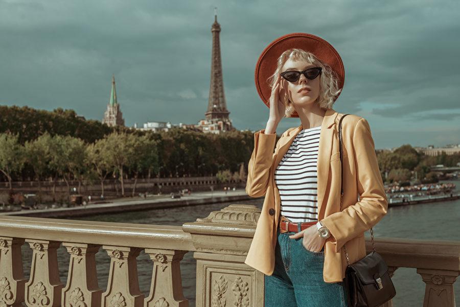 巴黎女人的隨性浪漫,妝容、穿搭合宜十足有女人味。(shutterstock)