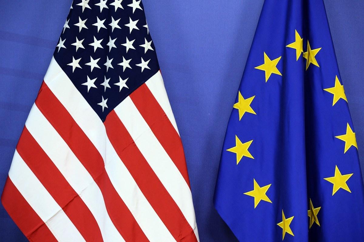 2020年6月15日,美國國務卿蓬佩奧和歐盟(EU)27位外長舉行視像會議。雙方均認同,美歐需攜手對抗中俄,美歐關係對應對威權政權挑戰十分重要。(THIERRY CHARLIER/AFP/Getty Images)