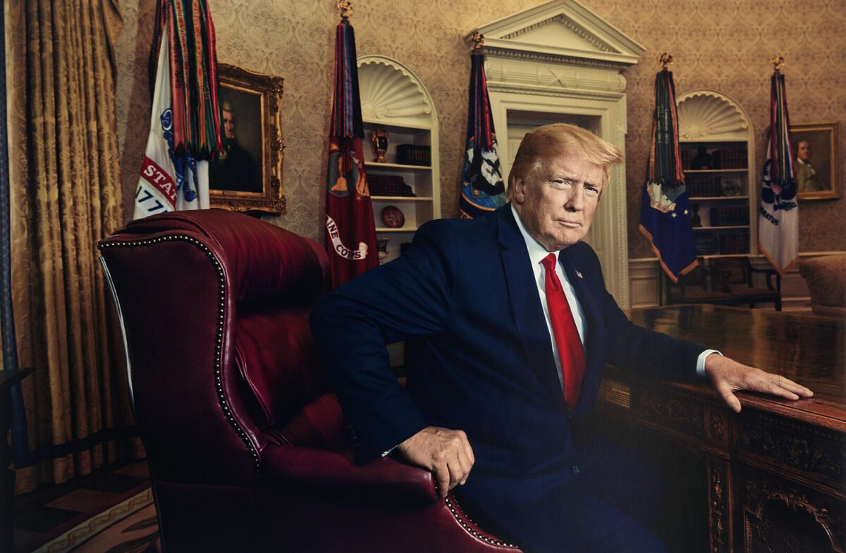 當勞特朗普總統。(Published in Time magazine, July 1, 2019. National Portrait Gallery, Smithsonian Institution. c 2019 Pari Dukovic.)