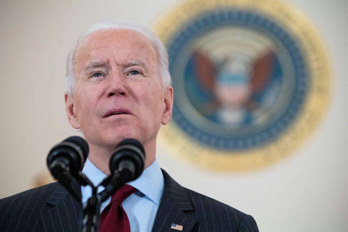 2021年2月22日,祖拜登總統在華盛頓白宮十字大廳發表演講。(Saul Loeb/AFP via Getty Images)