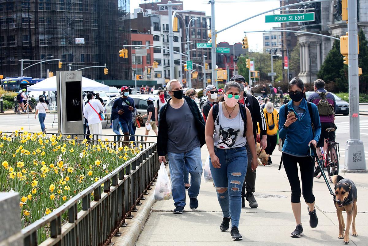 紐約市衛生局長喬克西(Dave Chokshi)在2020年8月18日的市政簡報會議上表示,目前紐約疫情已有改善。(Yana Paskova/Getty Images)