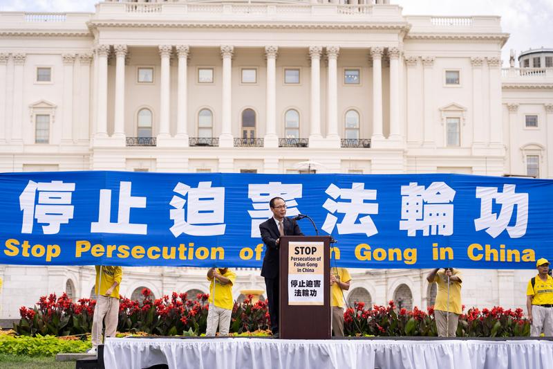 2019年7月18日,王友群在華盛頓DC美國國會西邊草坪舉行法輪功反迫害20周年大型集會活動上發言。(戴兵/大紀元)