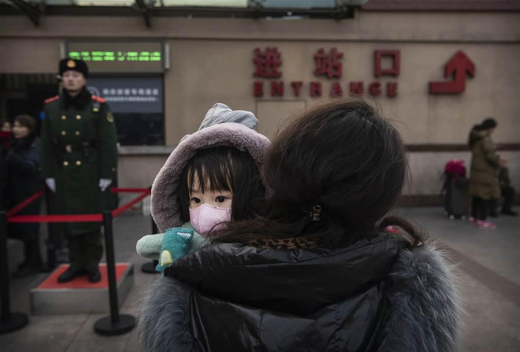 陸委會表示,中共遇到重大事件的反應就是「維穩」與官方宣傳,已經對中國社會、經濟造成重大影響,中國人民的不滿也持續上升。 (Getty Images)