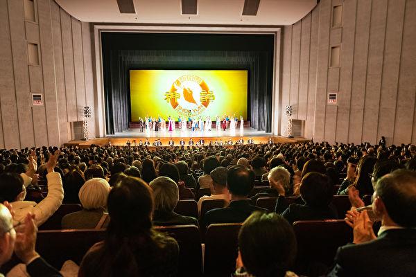 2020年1月22日,美國神韻紐約藝術團在日本福岡的太陽宮音樂廳進行了當地第四場演出。(牛彬/大紀元)